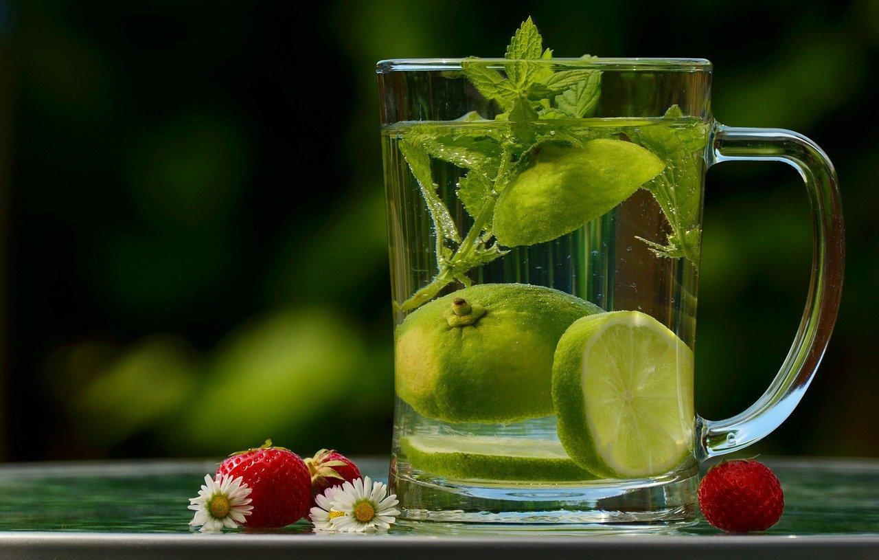 Ventajas de Beber Agua con Limón